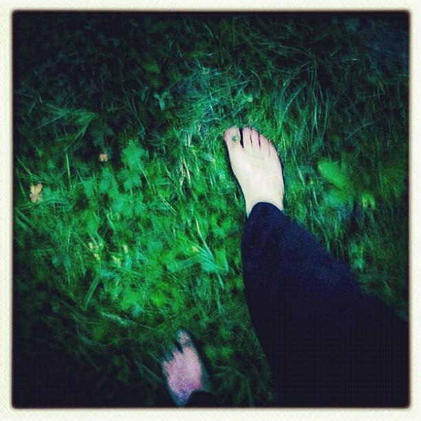 A piedi nudi nel bosco