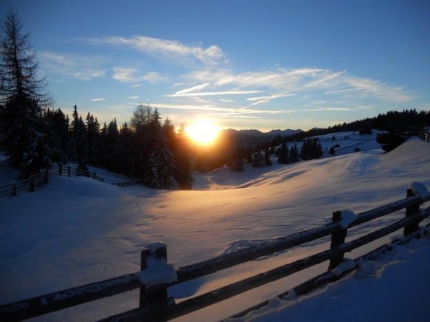 Alba sulla neve della Predaia
