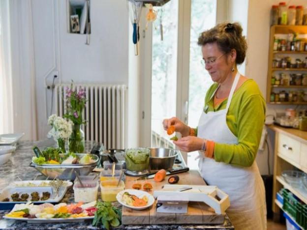 Imparare a riconoscere e cucinare le erbe spontanee con Meret Bissegger