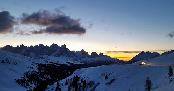 tramonto sulle dolomiti inverno