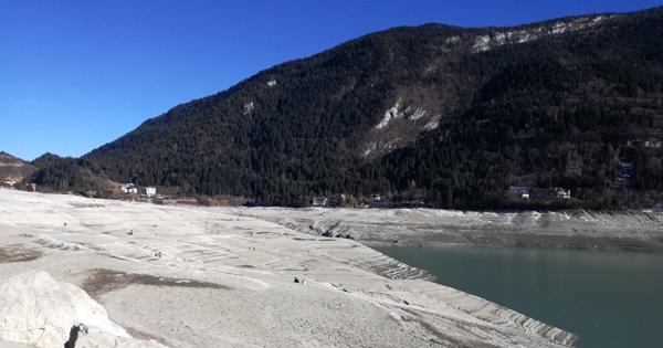 Lago di molveno svuotato e attivit estate e inverno for Cabine del lago vuoto