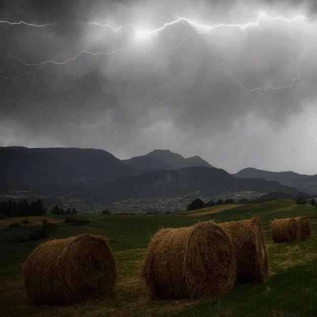 Le nuvole regalano anche paesaggi magici by @diegomariniphotography