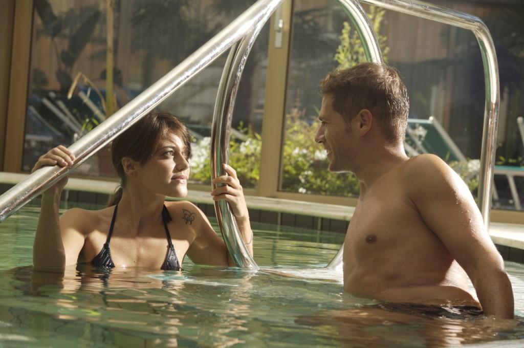 Realx in piscina con vista sul parco e solarium