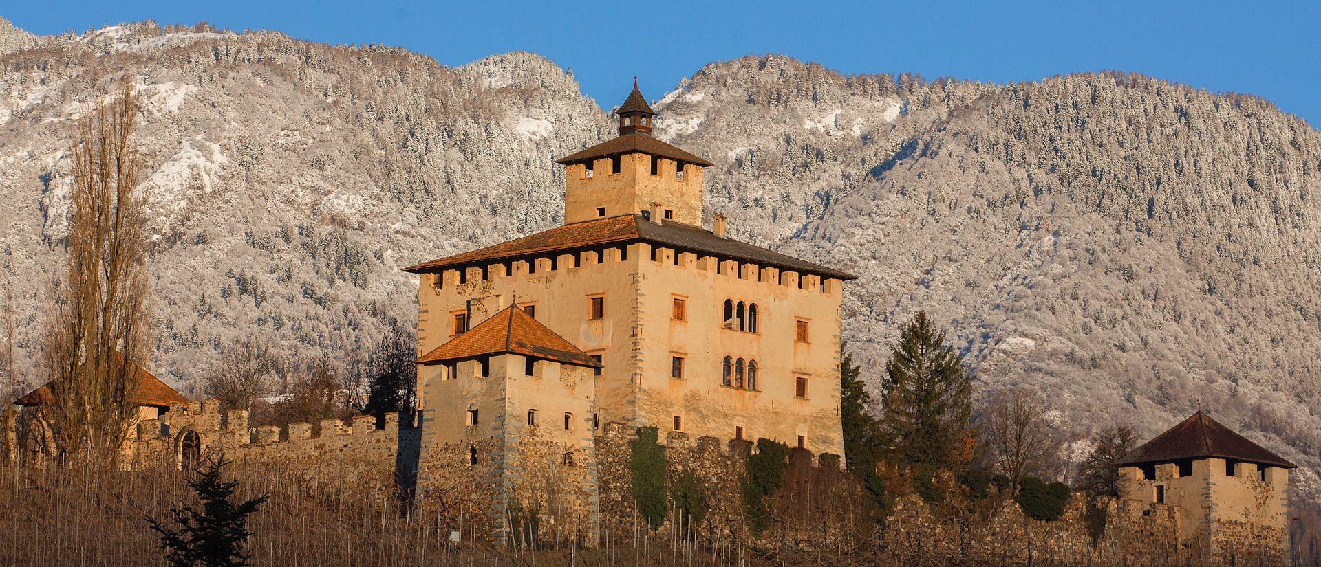Che meraviglia.... ecco a voi Castel Nanno! (immagine tratta dal sito web castellivaldinon.it)