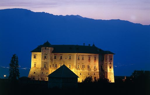 castel-thun-notturna