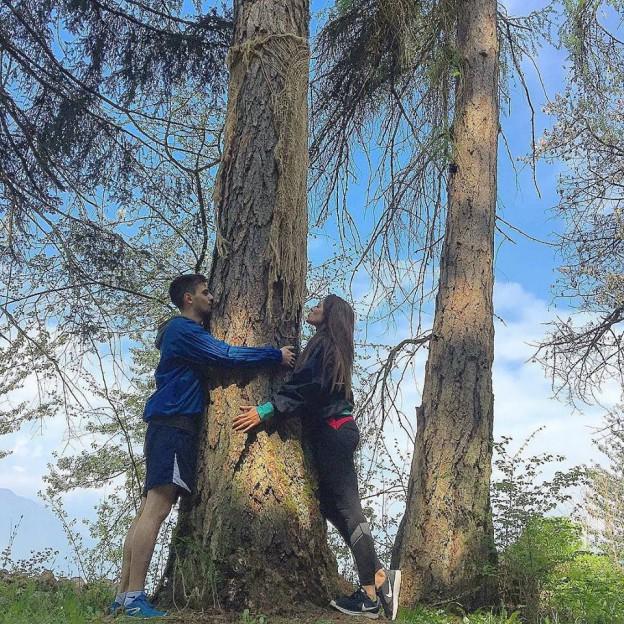 Ma si dai, abbracciamo gli alberi, anche loro hanno bisogno d'amore ??