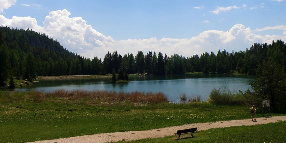 al-lago-di-tret--lago-di-santa-maria-bambini-in-montagna-senale-s.felice-val-d-ultimo---alta-val-di-non-alto-adige