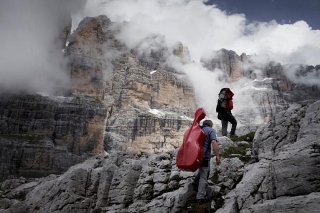 Jonas Bendiksen / Magnum Photos  ITALY. Trentino 2009 Suoni delle Dolomiti. trekking con M. Brunello. Gruppo Adamello Brenta