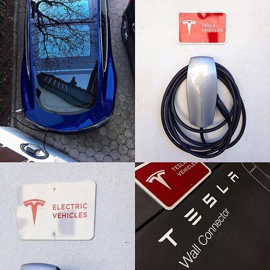 Foto di un caricatore Tesla per auto elettriche