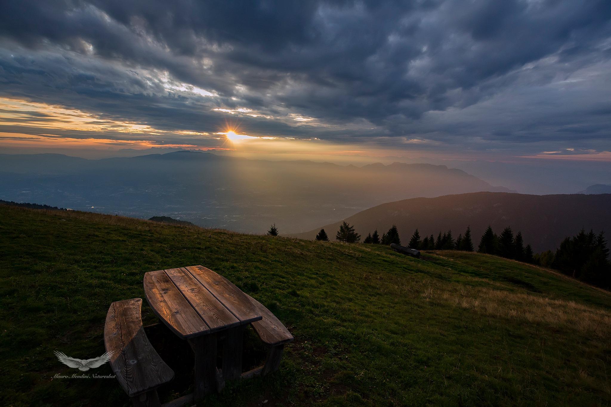 Una fantastica alba dal monte Peller, catturata dal nostro amico Mendini
