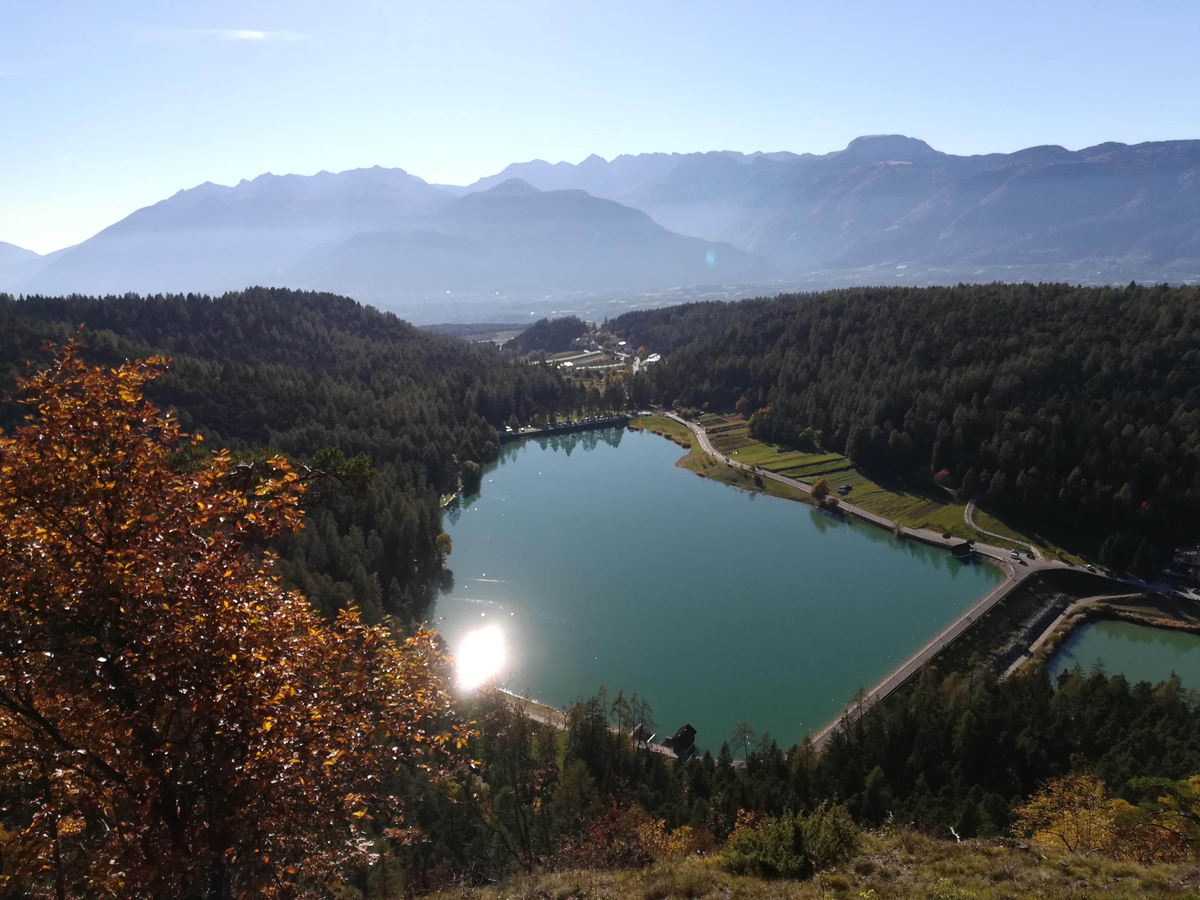 Vista panoramica del laghetto artificiale di Coredo (RT)