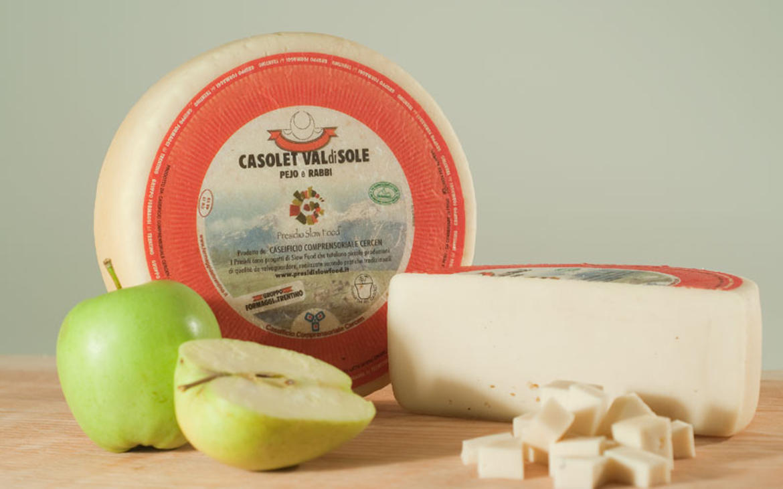 Casolet, uno squisito formaggio caratteristico delle Valli di Sole, Peio e Rabbi