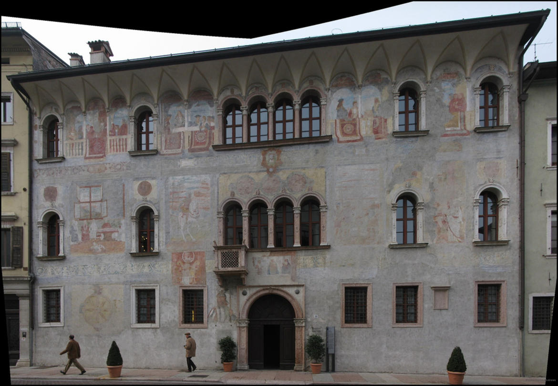 Ingresso di Palazzo Geremia a Trento (foto da cultura.trentino.it)