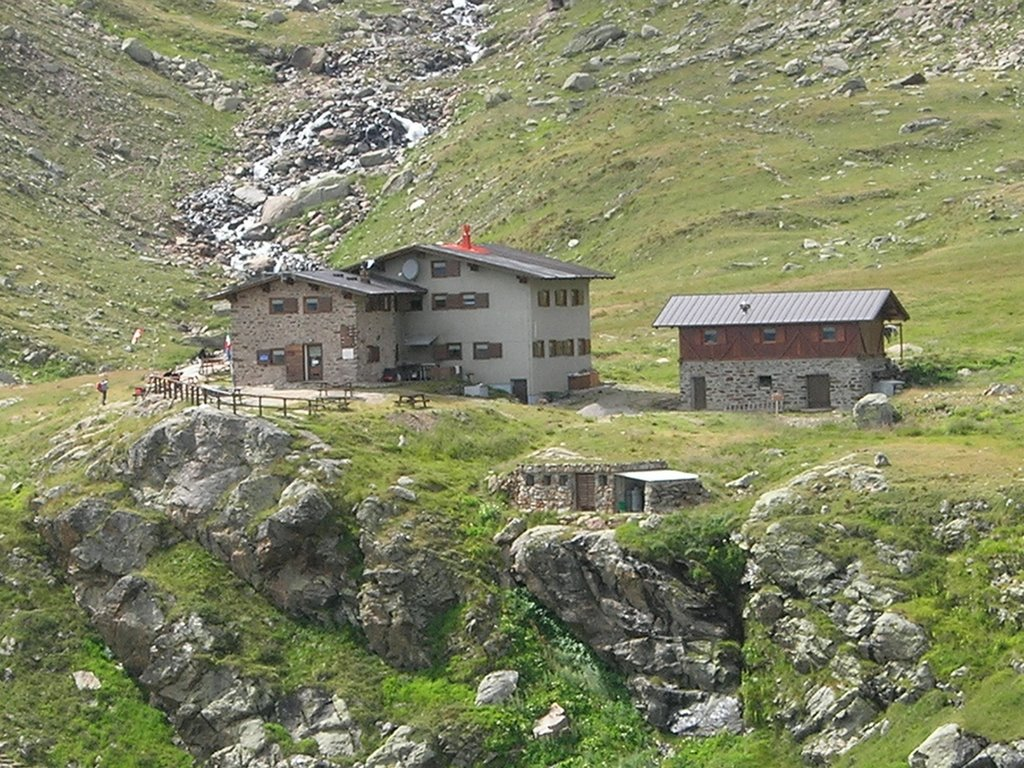 Rifugio Silvio Dorigoni, raggiungibile dalla passeggiata delle Cascate del Saent