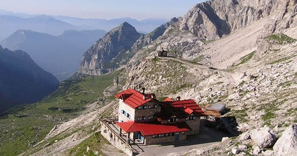 mountain huts dolomites