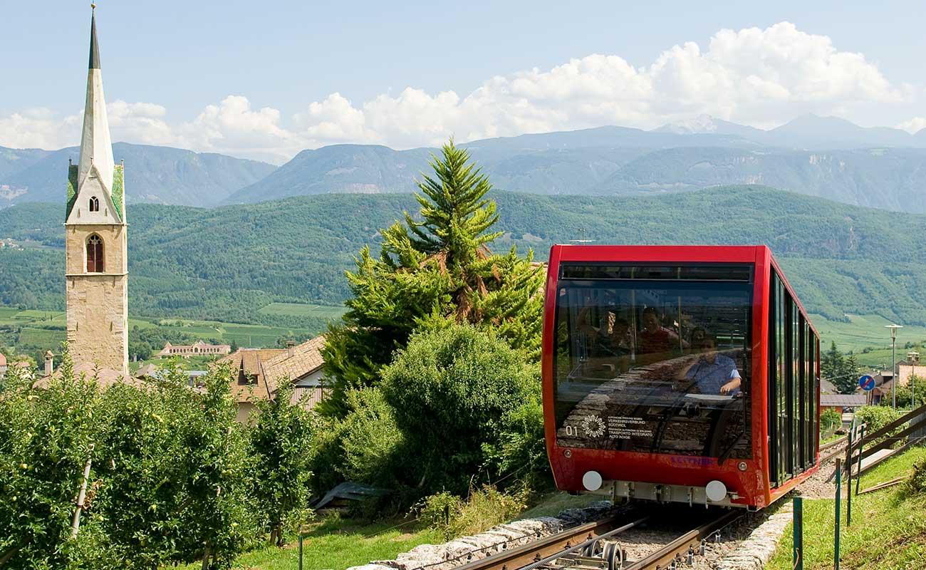 Un treno della funicolare della Mendola