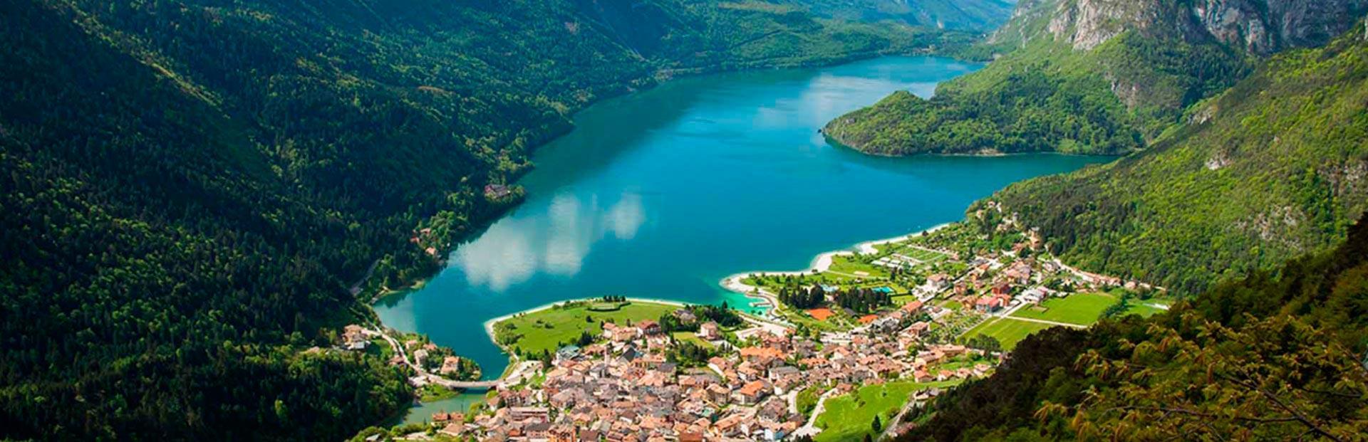 Lago di Molveno ripreso dall'alto