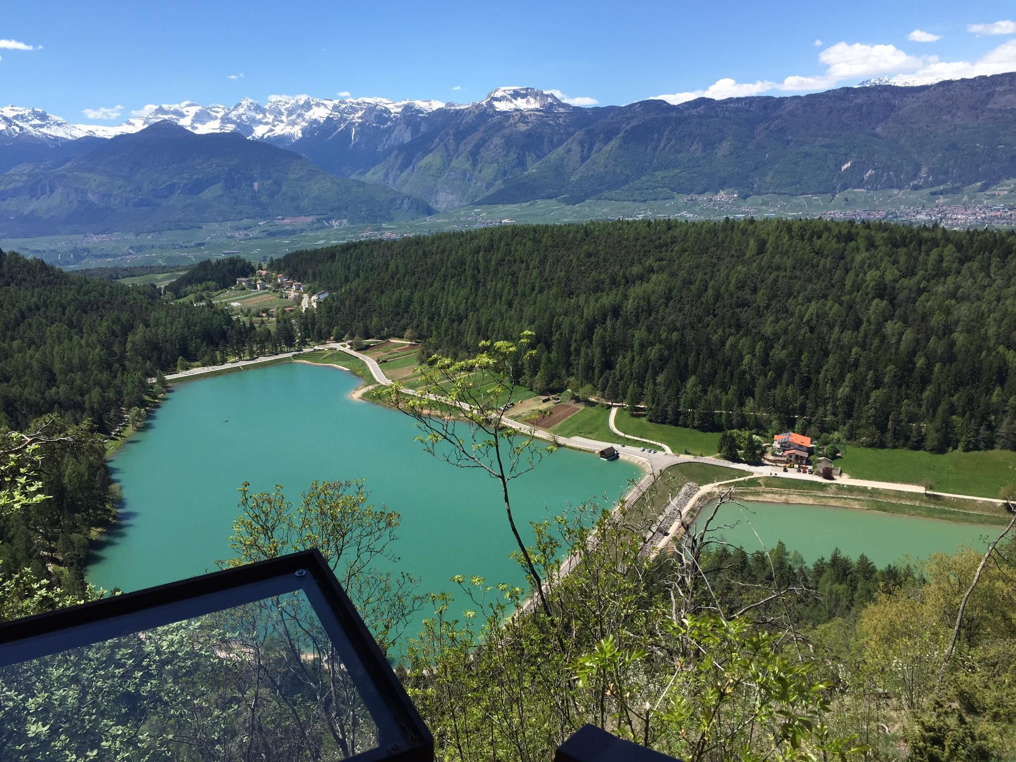 i laghi di Coredo e Tavon visti dall'alto del sentiero panoramico