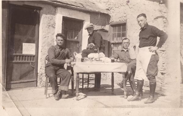 Trentino immigrants in Wyoming during a work break. 1900-1930. Photo credit: http://emigrazionetrentina.museostorico.it