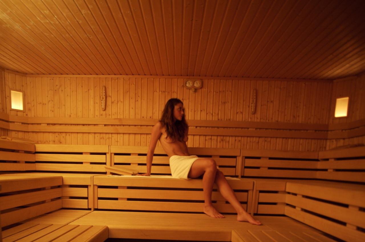 Relax in Finnish sauna finlandese