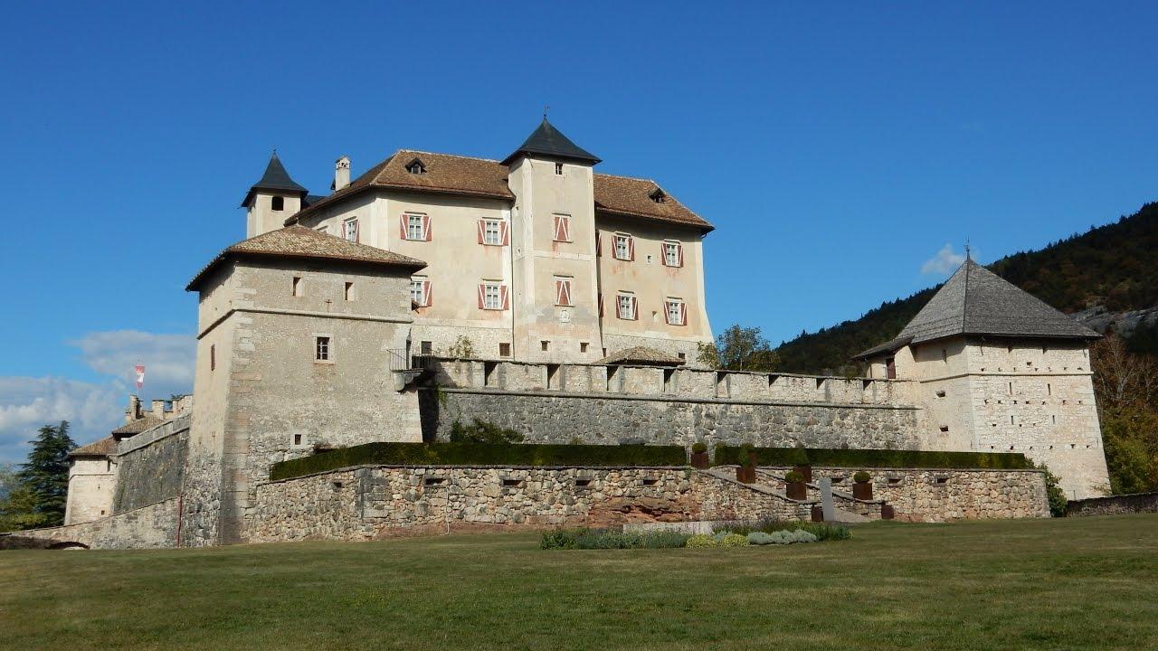 In Val di Non, terra dei castelli per eccellenza in Italia, svetta per importanza lo splendido Castel Thun (foto YouTube)