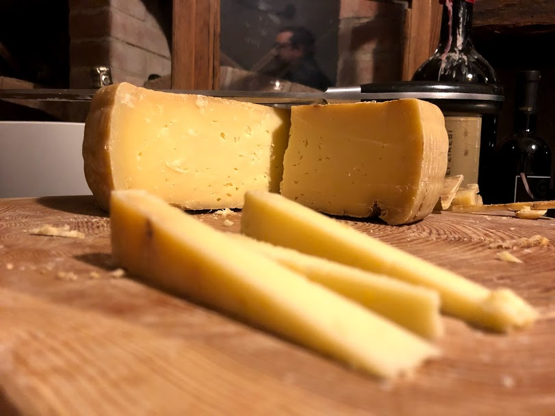 degusta il formaggio i malga, formai dal mont qui al Pineta