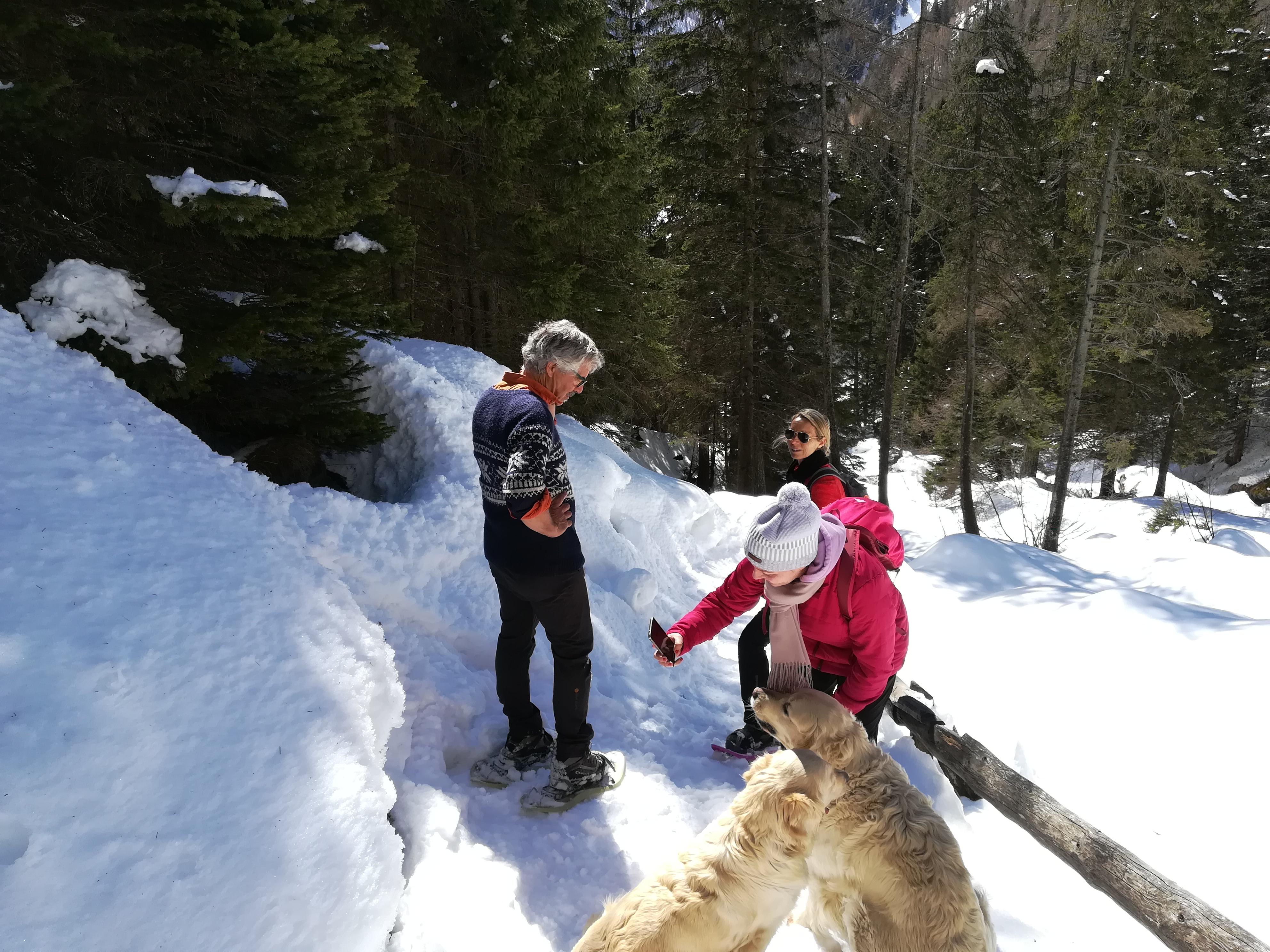 Il nostro Livio Sicher durante una escursione invernale in Val di Rabbi con alcuni ospiti del Pineta