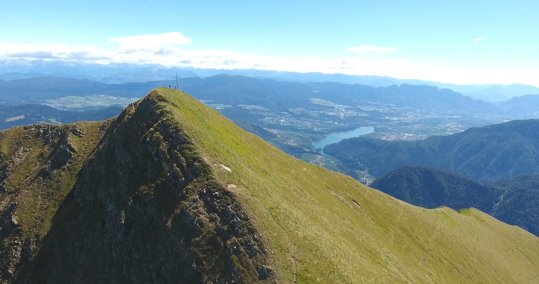 Ecco a voi la cima del Monte Pin, da cui godere un panorama mozzafiato