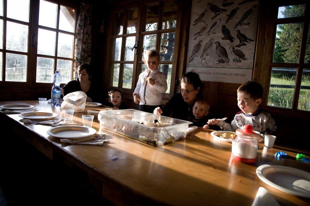 Pranzetto in compagnia durante le nostre escursioni organizzate anche per le famiglie con bambini