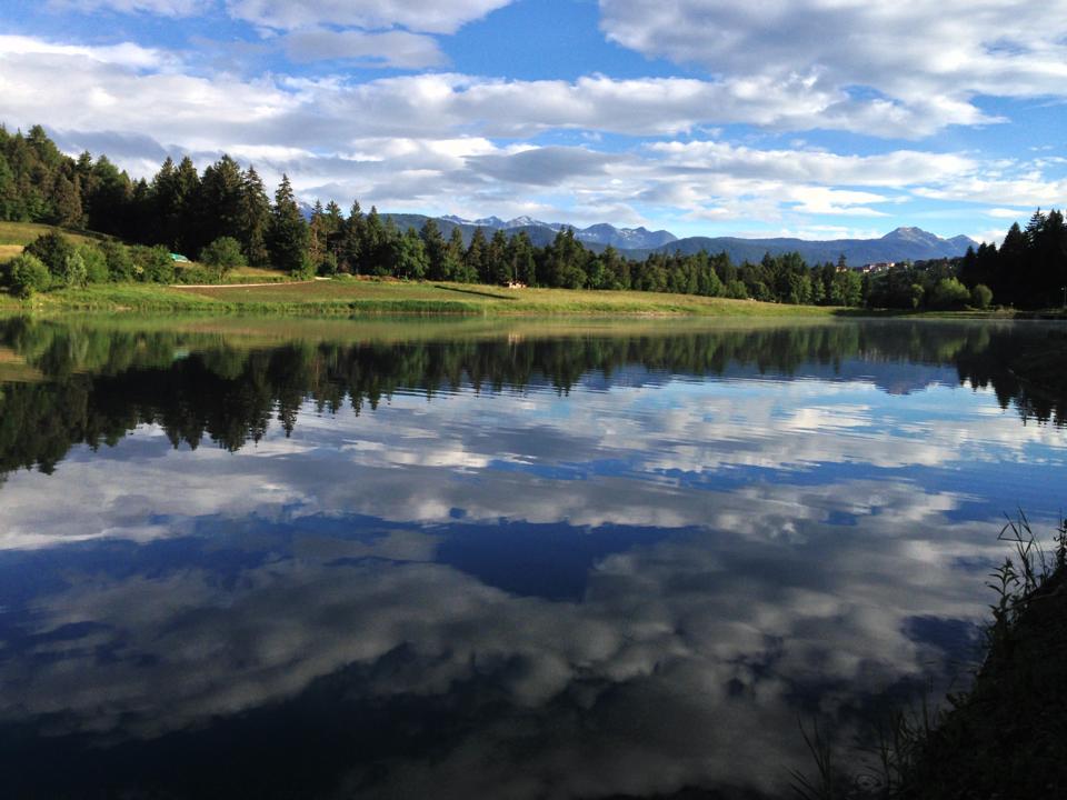 A spasso attorno ai due laghi a pochi passi dal Pineta