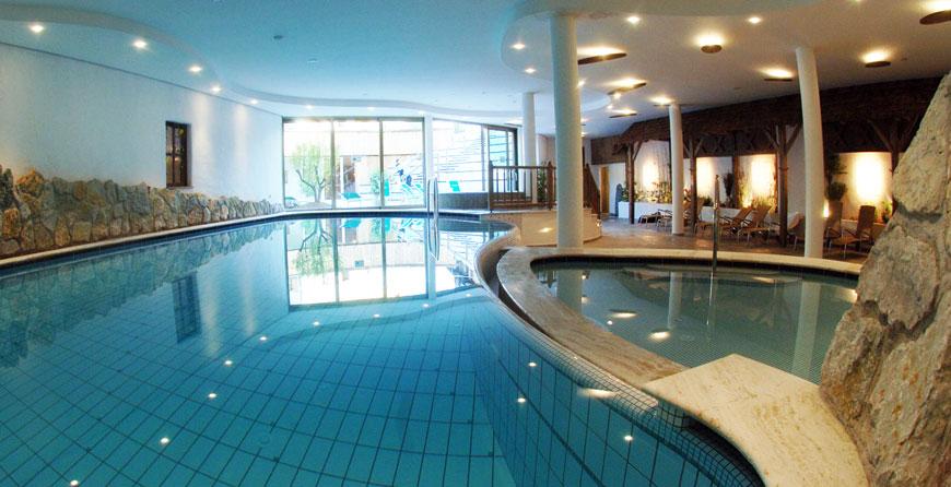 The pool and whirlpool tub area at Pineta Nature Resort.