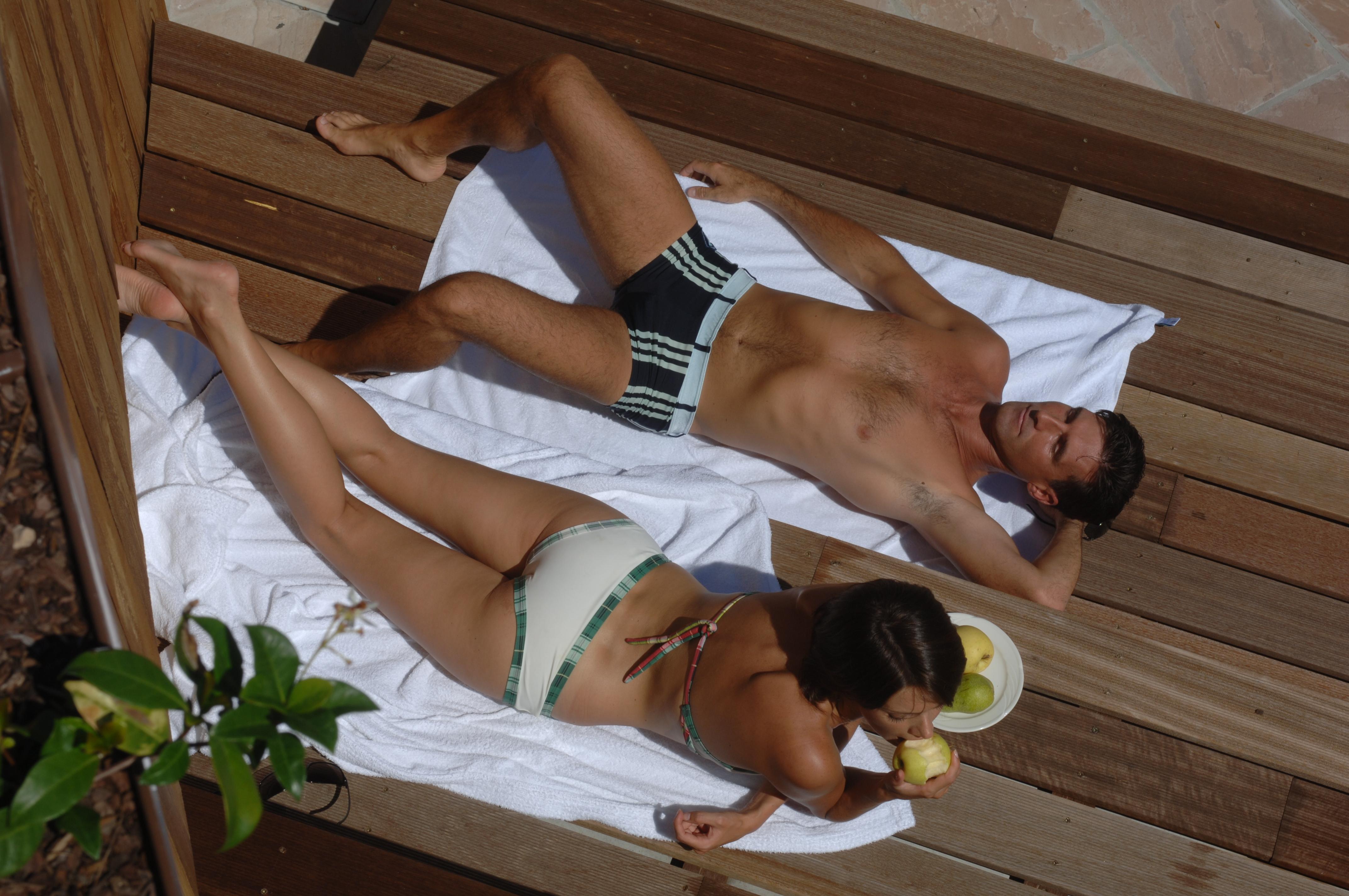Un po di relax all'aperto nel nostro solarium che collega il centro Wellness al giardino