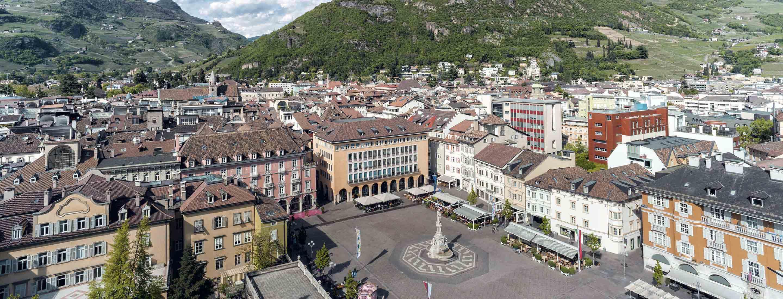 Immagine panoramica di piazza Walther a Bolzano