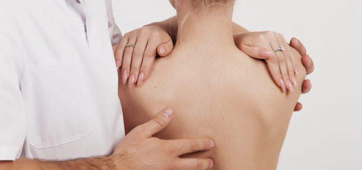 osteopatia-e-mal-di-schiena-scaled-pineta-trentino
