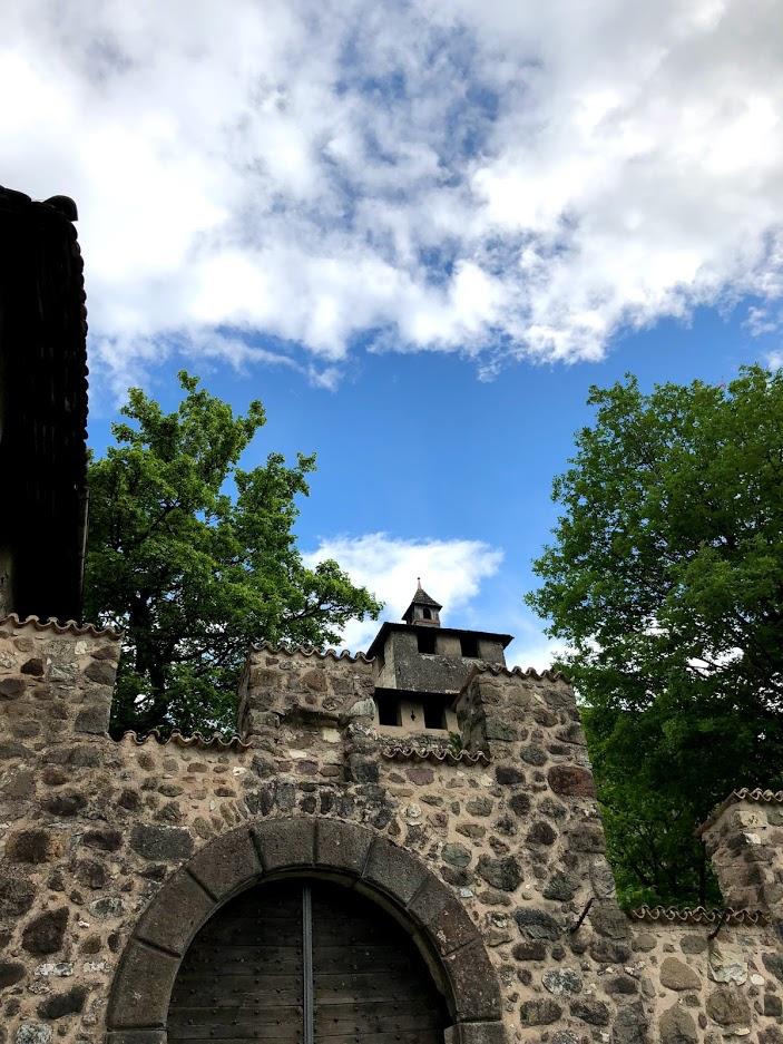 castel-nanno-val di non-trentino-residenza-nobiliari-ingresso